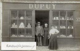 CPA PHOTO - DUPUY 37 ? Commerce De Quincaillerie Vaisselle En Vitrine Mazagran Typ Région Centre Coiffe Tourangelle - Cartes Postales