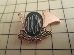 Sp09ou02 Pin's Pins / Beau Et Rare / THEME : ASSOCIATION / ADGPC COR DE CHASSE ET FEUILLES DE CHENE Où Sont Les Glands ? - Associations