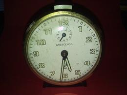 VINTAGE ANCIEN RÉVEIL MÉCANIQUE Fonctionne Heure Et La Sonnerie à Révisé Marque JAZ CRESCENDO - Alarm Clocks
