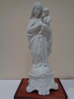 Figura En Porcelana Biscuit De La Vírgen María Sosteniendo Al Niño Jesús. Autor: Mauger & Fils. París, Francía Ca 1880 - Cerámica Y Alfarerías