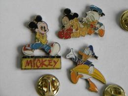 Lot De 3 Pin's DISNEY MICKEY Et DONALD DUCK - Badges