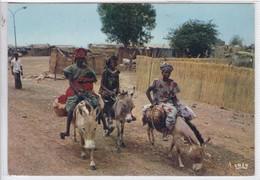 SENEGAL. DEPART POUR LE MARCHE. OFF TO THE MARKET. MEXICHROME. CHARETON. CIRCULEE ARGTENTINE. CIRCA 1980- BLEUP - Senegal