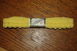 DENTELLE GALON BRODERIE JAUNE 2.35 M COUTURE MERCERIE - Laces & Cloth