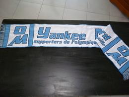 ECHARPE NEUVE FOOT FOOTBALL 025 BLANCHE   OM OLYMPIQUE MARSEILLE YANKEE VIRAGE NORD - Football