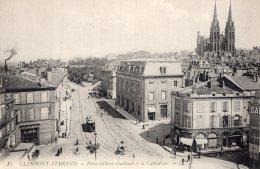 B52182  Clermont Ferrand -  Place Gilbert Gaillard Et La Cathédrale - Non Classés