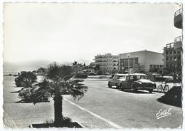 28002 - CANET-PLAGE (P-O) -La Promenade De La Côte Vermeille -Frégate Renault - Animée - CPSM N&B 1961 -Scan Recto-verso - Canet Plage