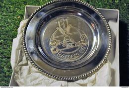 Rare Petite Assiette En Métal Argenté De OPEX DAMAN 12 LIBAN 1er REGIMENT De TIRAILLEURS - Army & War