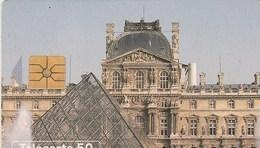 TELECARTE 50...PUZZLE...PYRAMIDE DE LA COUR NAPOLEON - France