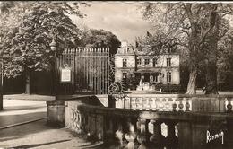 Cpsm Pf -    CHOISY LE ROI  - L' Hôtel De Ville Et Le Parc    61 - Choisy Le Roi