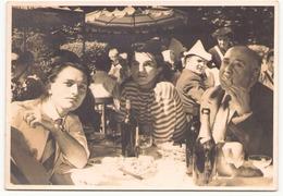 Photo Dédicacée ( 17.5 X 12.5 Cm ) Artistes ?? Lors D'un Déjeuner Au Pavillon Des Princes - Dédicacées