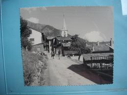 PHOTOGRAPHIE GRAND FORMAT - FRUTIGEN - Vers AUSSERBERG  - 1967 -  12  X 14  Cms - Canton Berne  - SUISSE - Orte
