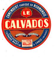 S 13- ETIQUETTE DE FROMAGE-  CAMEMBERT  LE CALVADOS  FERNAND MARTIN  A ERNES    (CALVADOS) - Cheese