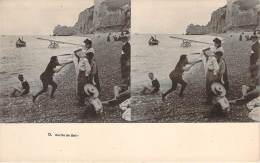 Stéréo - Sortie De Bain (Vues Stéréoscopique Julien Damoy) (scène De Plage) - Stereoscope Cards
