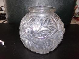 VASE BOULE EN VERRE A DECOR DE FLEURS 15 X 15 CM 830 GR - Glass & Crystal