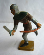 FIGURINE STARLUX -  SOLDAT MEDIEVAL CHEVALIER ARCHER CHARGEANT ARC ET EPEE Incomplet - Starlux