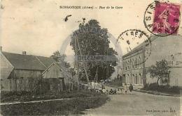/! 7021 - CPA/CPSM  :  02 - Sissonne : Rue De La Gare - Sissonne