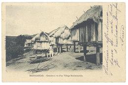 Cpa Afrique - Madagascar - Grenier à Riz D'un Village Betsimisaraka - Madagascar