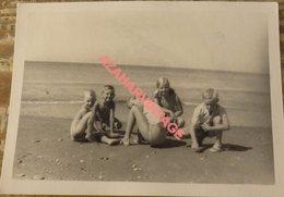 REAL PHOTO, ENFANTS SUR LE PLAGE, 105X75MM - Personas Anónimos