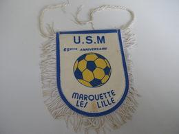 Fanion Football - US MARQUETTE - Habillement, Souvenirs & Autres