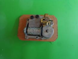 Piece Boite A Musique (mecanisme A Reviser)car Bloque - Altri Oggetti