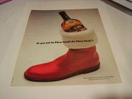 ANCIENNE PUBLICITE ET QUI EST LE PERE NOEL    WHISKY CHIVAS  1983 - Alcohols