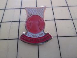 512h Pin's Pins : Rare Et Belle Qualité  SPORTS / BASKET-BALL FEMININ CLUB SC BILLOM - Basketball