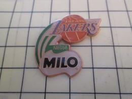 512h Pin's Pins : Rare Et Belle Qualité  SPORTS / BASKET-BALL USA NBA LOS ANGELES LAKERS NESTLE MILO - Basketball