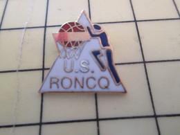 512i Pin's Pins : Rare Et Belle Qualité  SPORTS / BASKET-BALL CLUB US RONCQ - Basketball