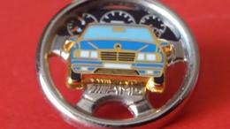 Super Pin's  MERCEDES  AMG   Triple Moule  ARTHUS BERTRAND  Volant Argent Voiture Bleu Finition Or - Mercedes