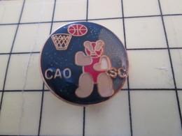 612a Pin's Pins : Rare Et Belle Qualité  SPORTS / BASKET BALL CLUB CAO SC OURS EN PELUCHE - Basketball