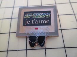 612a Pin's Pins : Rare Et Belle Qualité  SPORTS / BASKET BALL PANNEAU MI-TEMPS JE T'AIME Surtout La 3e - Basketball