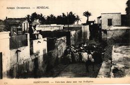 SENEGAL - SAINT LOUIS - TAM TAM DANS UNE RUE INDIGENE - Senegal