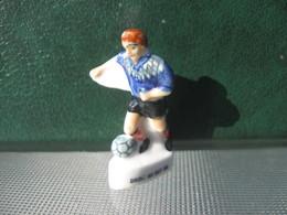 Fève Footballeur N° 4 Série Droit Au But  Année 98 - Fèves - Rare T Sport - Sports