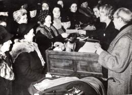 Berlin Pendant La Guerre Marche De Troc Tauschmärkte WWII Ancienne Photo De Presse 1944 - War, Military