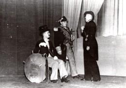 Allemagne WWII Soldats Allemands Theatre Amateur Ancienne Photo De Presse 1940 - War, Military