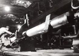 Allemagne? WWII Ouvrier Dans Une Usine D'Armement ? Ancienne Photo De Presse 1940's - War, Military