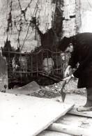 Allemagne WWII Recuperation Du Bois De Maisons Detruites Ancienne Photo De Presse 1943 - War, Military
