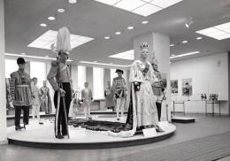 Suede ? Exposition De Costumes Britanniques Elizabeth II Ancienne Photo Stockmann 1960 - Photographs