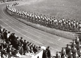 Allemagne ? Groupe De Jeunes Athletes Defilant Ancienne Photo De Presse 1940's - Sports