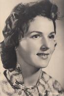Russische Schauspielerin, Fotokarte 1948, Karte Mit Leichter Senkrechten Knickstelle - Schauspieler