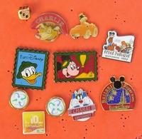 .. LOT  DE 11 PIN'S DIVERS ET DISNEY ... - Badges