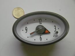Réveil Ovale à Encastrer Automobile FORD - Alarm Clocks