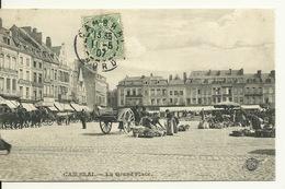 59 - CAMBRAI / LA GRAND' PLACE Jour De Marché - Cambrai