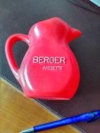 Carafe BERGER Rouge Plastique Pas Facile à Trouver Pas RICARD - Carafes