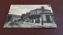 FUMAY  La Gare - Train Rentrant En Gare Et Voyageurs Oblitéré En 1909 - Fumay