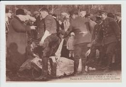 FONTENAILLES - SEINE ET MARNE - CHASSE A COURRE EN FORET DE VILLEFERMOY - PENDANT LE DEPOUILLEMENT - PREMIER PIQUEUR - France