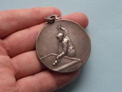 St. CAROLUS BILJART Club Koningschieting 1937 Aan P. PUISSANT ( Metaalkleur - 32,5 Gr.) ?? Waar/Plaats ?? - Belgium