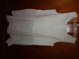 Sous Robe Ou Combinaison -belle Broderie- Pour Fillette Epaule A Epaule 25cm Haut 68cm - 1900-1940
