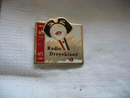 Pin's Des 15 Ans De Radio Dreyekland En Alsace - Medias