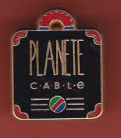 53082-Pin's..télé.médias.Planète Cable.. - Medias